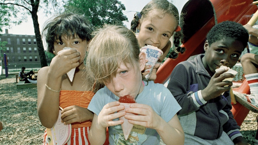 Kids with snow cones during a Chicago heatwave, 1988 (AP Photo/Mark Elias)