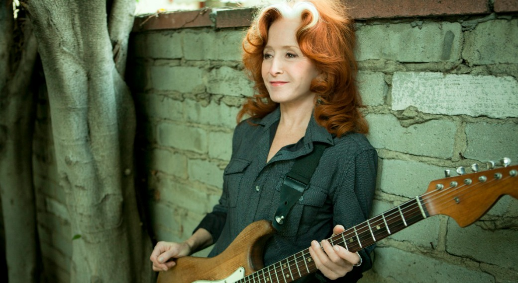 Bonnie Raitt talks with Rita Houston (photo by Marina Chavez)