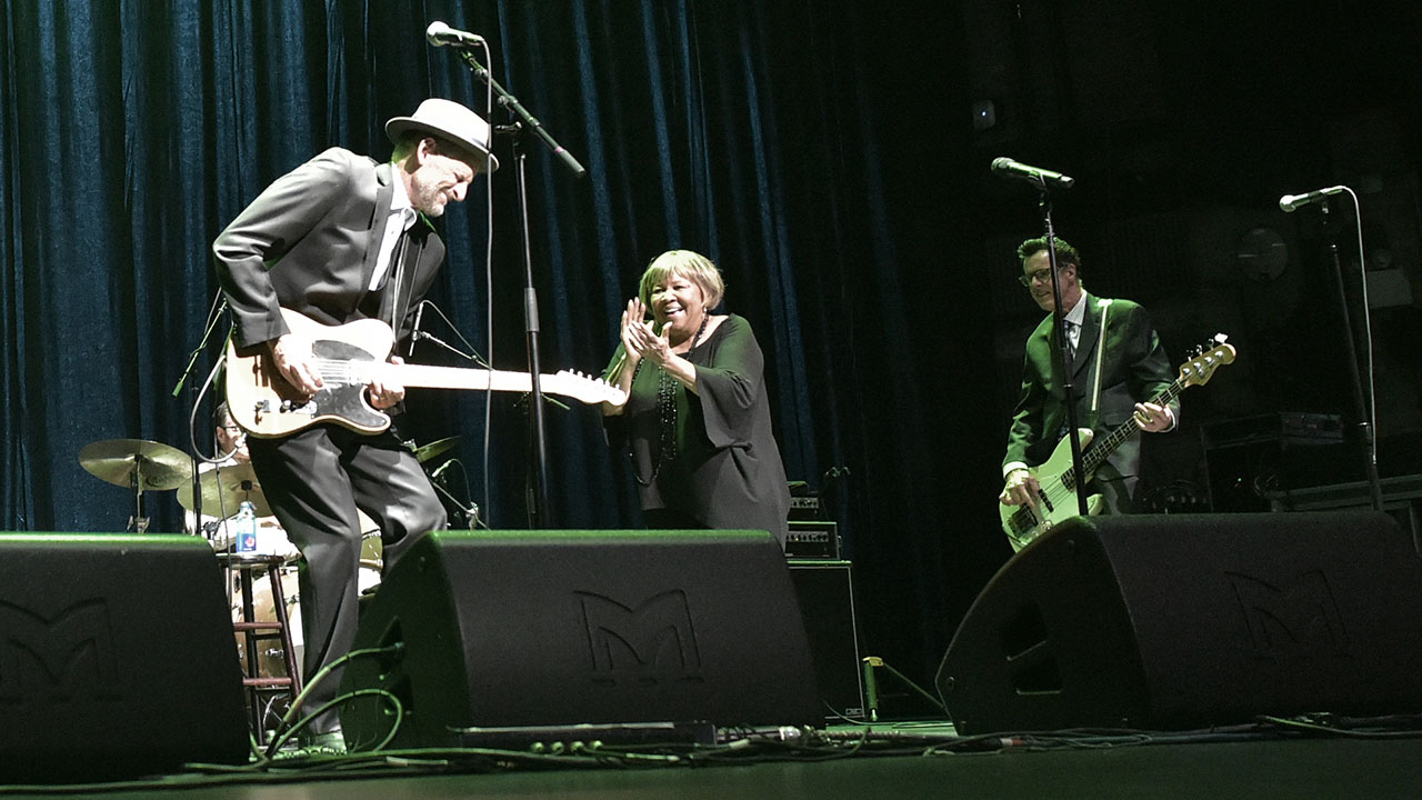 Mavis Staples with guitarist Rick Holmstrom and bassist Jeff Turmes at Holiday Cheer for FUV 2019 (photo by Neil Swanson)