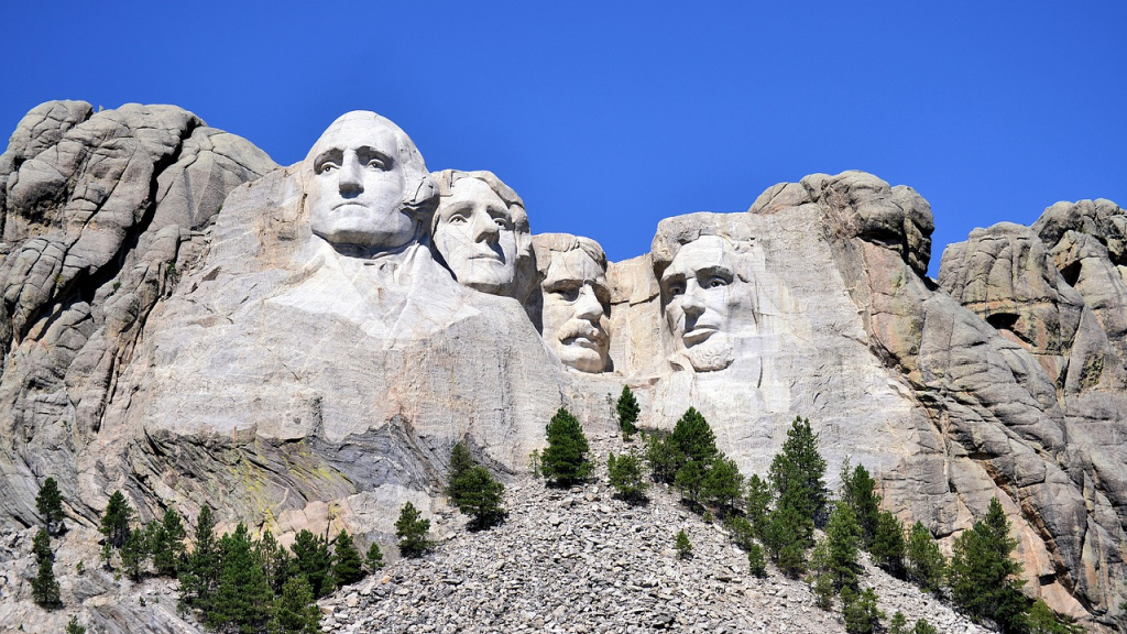 Mount Rushmore (photo by Guy Johnson for Pixabay)