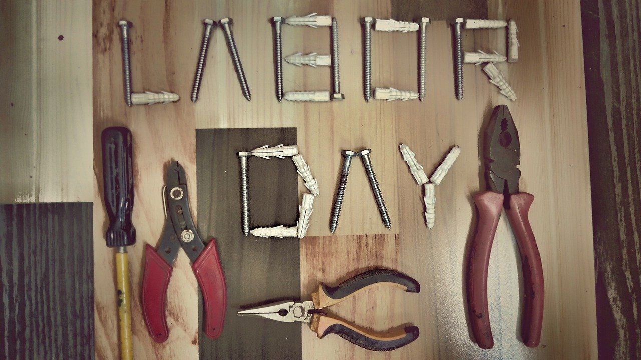 Construction tools (photo by Tapan Newpane for Pixabay)