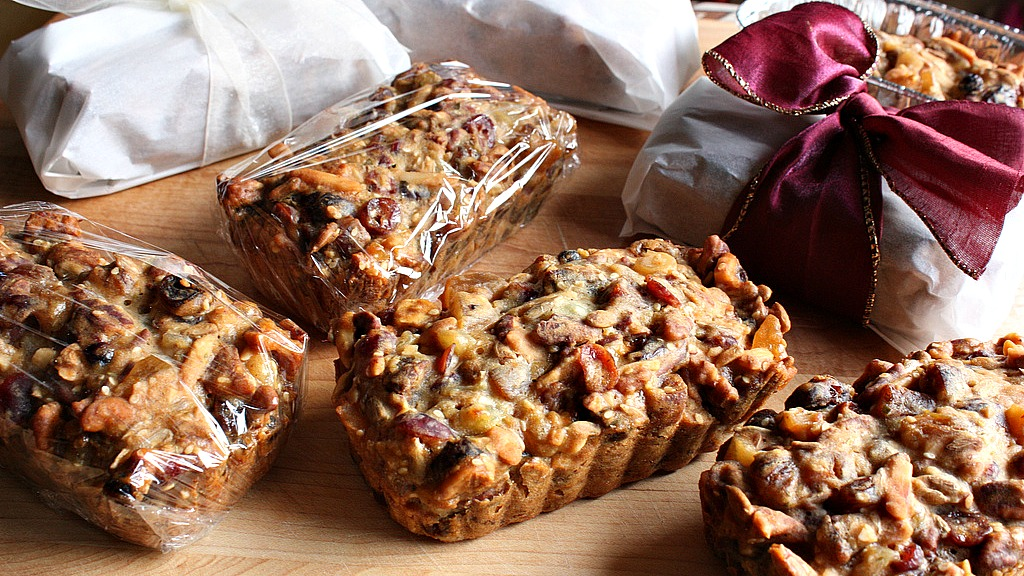 Vietnamese mini fruitcakes (photo by Andrea Nyugen, courtesy of Creative Commons)