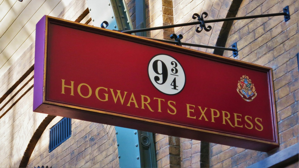 All aboard the Hogwarts Express! (photo by FF16 for Pixabay)