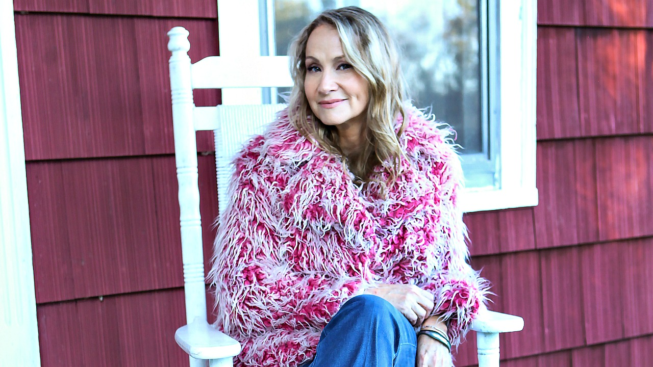 Joan Osborne (photo by Jeff Fasano, PR)