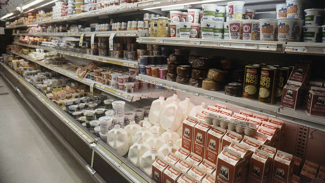 grocery-dairy-aisle