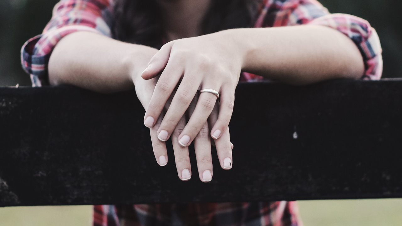 woman-hands-wedding-ring