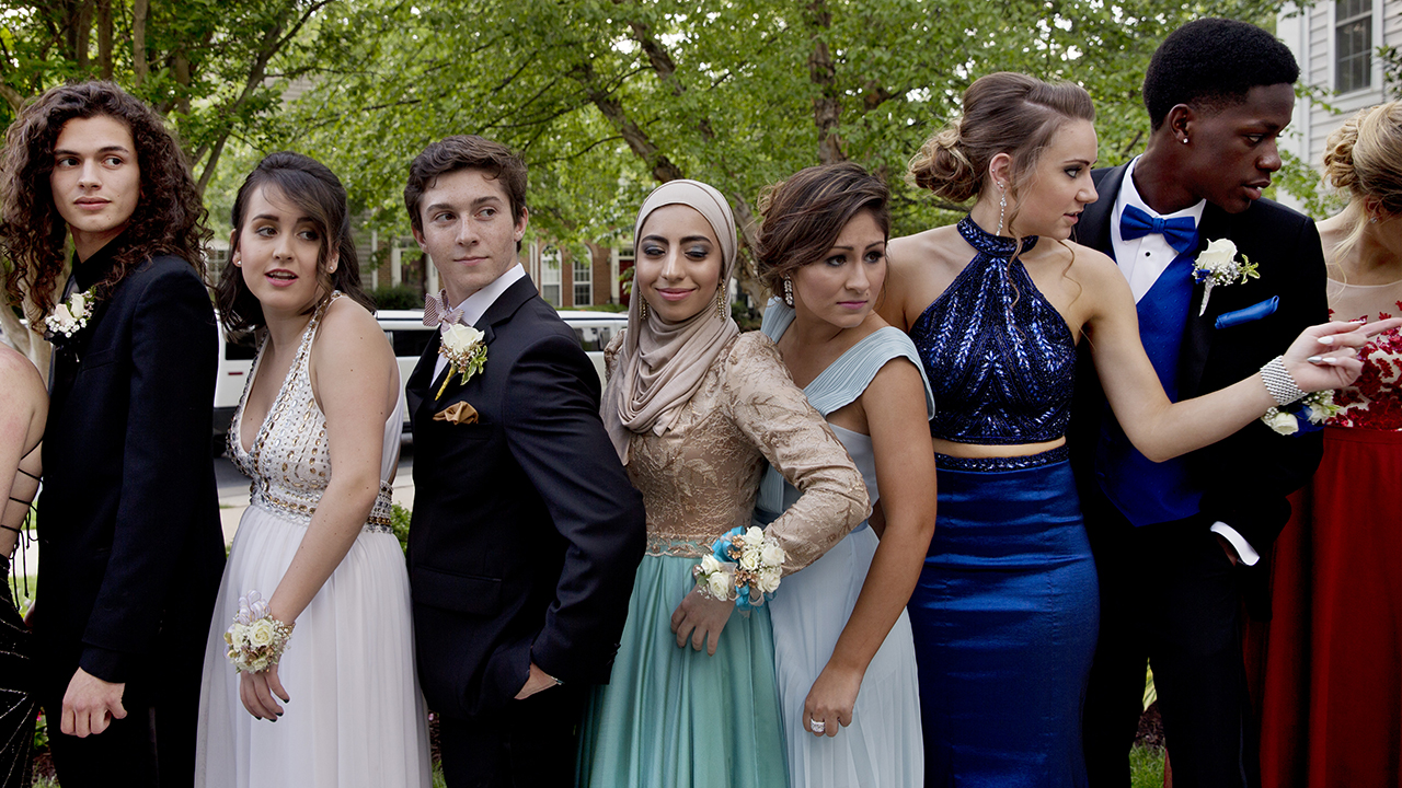 prom-high-school-group-pose