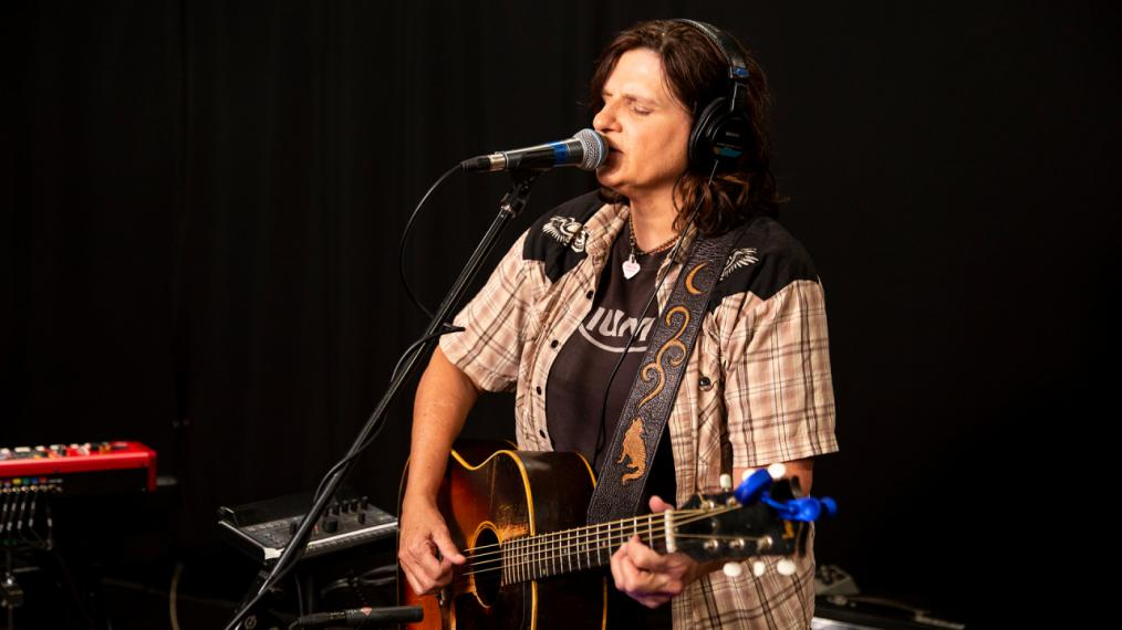 Amy Ray in Studio A (photo by Olivia Brewer/WFUV)