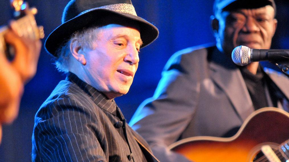 Paul Simon performing at WFUV's 2009 Gala