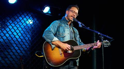 Amos Lee (photo by Gus Philippas/WFUV)