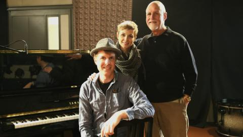 Matt Ray and Kat Edmonson with host John Platt (photo by Jeremy Rainer)