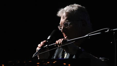 Randy Newman at Holiday Cheer for FUV 2017 (photo by Neil Swanson/WFUV)