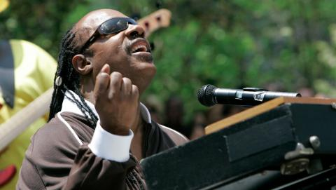 Stevie Wonder in a 2007 Los Angeles concert (AP Photo/Nick Ut)