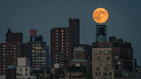 Super Moon (photo by Bobby Bradley, courtesy of CC 2.0)