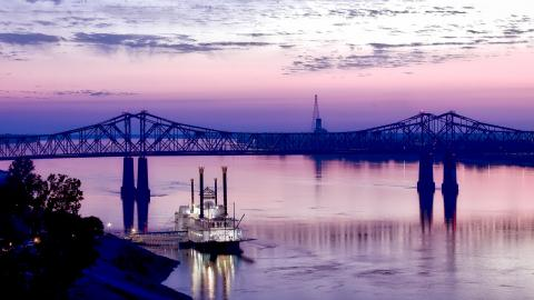 mississippi-river-riverboat