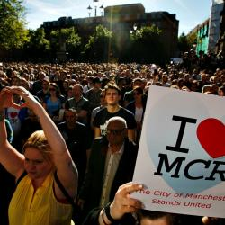 The vigil at Manchester's Albert Square on May 23, 2017 (photo by Emilio Morenatti, AP)