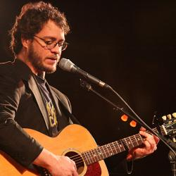Amos Lee (photo by Laura Fedele, WFUV)