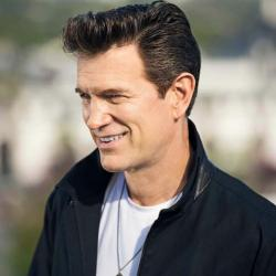Chris Isaak (photo from artist's website)