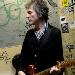 Tommy Stinson (photo by Steven Cohen, PR)