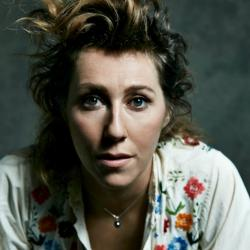 Martha Wainwright (photo by Carl Lessard)