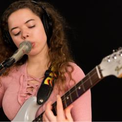 Nilüfer Yanya in Studio A (photo by Brian Gallagher/WFUV)