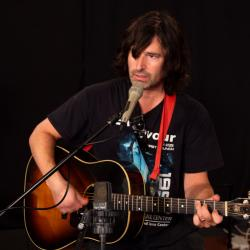 Pete Yorn in Studio A (photo by Jake Lee/WFUV)