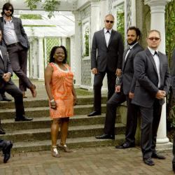 Sharon Jones and The Dap-Kings (photo by Laura Hanifin)