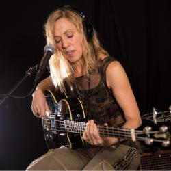 Sheryl Crow in Studio A (photo by Kristen Riffert/WFUV)