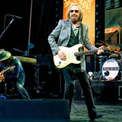 Tom Petty and The Heartbreakers on July 26, 2017 (photo by Dana Distortion for Forest Hills Stadium)