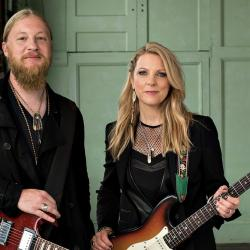 Derek Trucks with Susan Tedeschi (courtesy of Concord Music, PR)