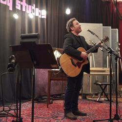 Hear an FUV Live concert with Martin Sexton tonight at 9.