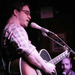 Hear an FUV Live show from Hill Country Live with Amos Lee, tonight at 9.