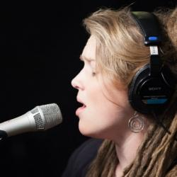 Tonight at 9pm, hear Crystal Bowersox and her band perform some new songs - and one that was made famous by Patsy Cline. See video now.