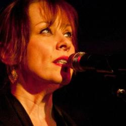 Hear Suzanne Vega's FUV Live performance tonight at 9.