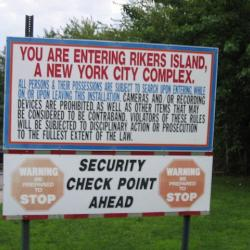 Probe Finds Poor Security at New York City's Rikers Island