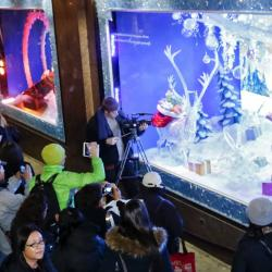 macys-herald-square-christmas-window