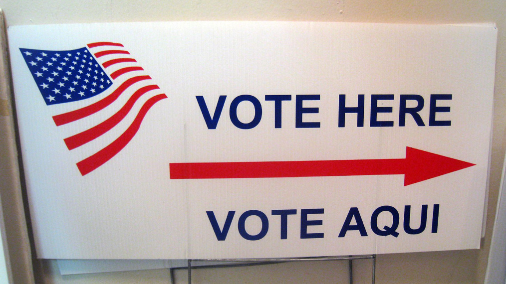 vote-here-aqui-sign-election-day