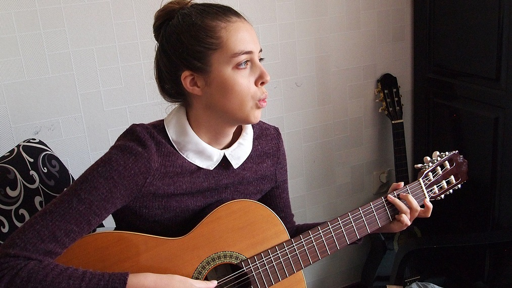 woman-whistling-guitar